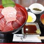 魚喰いの大間んぞく - 3色マグロ丼(大トロ・中トロ・赤身)ごはん大盛り