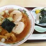 あじまさ食堂 - 料理写真:あじまさ食堂@白銀(八戸) ラーメン+おにぎり
