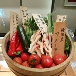 51554797 - 【2016.5.28(土)】カウンターに置いてある野菜