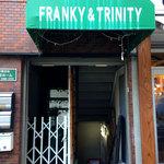 フランキーアンドトリニティー - お店の外観