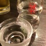 満月 - 生ビ、3杯いただいた後、日本酒白鷹の冷酒をいただきました