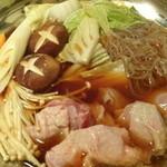 51557644 - 名古屋コーチンの濃厚鶏すき鍋の煮ているところ(10品コース)