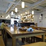 ゆっくりとカフェ - 店内