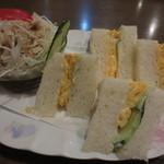 珈琲パパー - 分厚い食パンのサンドイッチ♪