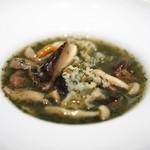 マッシュルーム - 天然キノコのブイヨンスープ 香草とシークワッサー風味