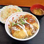 四つ葉 - チキン南蛮丼とサラダと味噌汁
