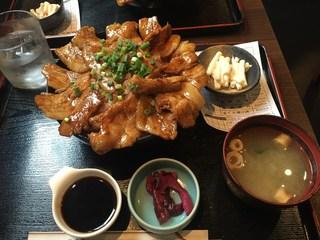 酒亭 じゅらく お茶の水店 - 「メガしびれ豚丼」980円