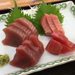 小川港魚河岸食堂 - まぐろとカツオの刺し身盛り合わせ ¥1000