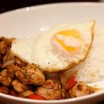 タイ料理 アジアンダイニング ワルンプアン サタニー - パッ・ガパオ・ガイ