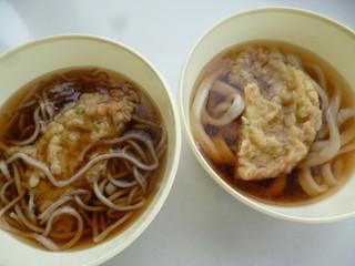 まんぷく - そば・うどん(各200円)