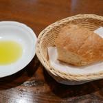 タヴェルナ・イル・ヴィアーレ - 自家製パン