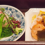 分とく山 - 山霞弁当は2段になってました。