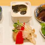 分とく山 - 茶わん蒸しがついてる山霞弁当3888円を。いろいろ食べれていいですね。