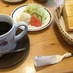 コメダ珈琲店 - モーニングAとミニサラダ