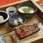 門前茶寮彌生座 - 料理写真:大人気の国産うなぎせいろ蒸し