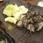 炭焼と釜飯 さかぐち - もも籠炙り焼(1280円+税)