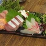 炭焼と釜飯 さかぐち - 鮮魚造り5種盛り(1280円+税)