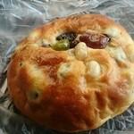 51582557 - 五色豆のパン