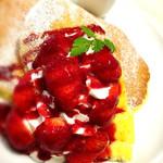 Butter - 苺とクレームブリュレのパンケーキ〜フランボワーズソース添え〜