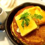Butter - クレームブリュレの窯だしフレンチパンケーキ〜北海道生乳ソフトクリーム添え〜