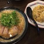 一丸 - 炒飯セット(特製ラーメン)