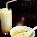 ウェルカム カトマンズ アジアキッチン&バー - マンゴーラッシーとスープ(プロミスディナーセット)