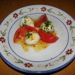 サイゼリヤ - フrッシュチーズとトマトのサラダ