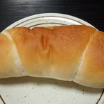 ベーカリープチ - 料理写真:塩バターパン(119円)