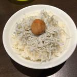 三麺流 武者麺 - しらすめし300円