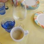 ポルタ・モンターレ - 白ワインとお通しのスープ