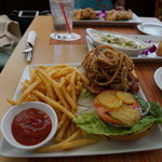 Wood & Bucket Tapas Bar & Grill - 究極バーガー。 うま!