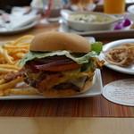 Wood & Bucket Tapas Bar & Grill - 究極バーガー。
