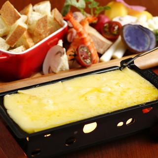 """とけるほど増す風味。こだわりの""""卓上ラクレットチーズ"""""""