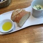 51626964 - スープ、パン
