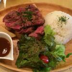 51629612 - 牛モモとトモバラ肉の盛り合わせプレート