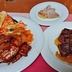 Koji - 左『豚バラ肉の蒲焼仕立て』『アスパラガスと牛肉の黒胡椒炒め』真ん中『骨付き豚モモ肉のローストハム』右『オージー ロングレイン ランプステーキ』~♪(^o^)丿