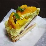 ラ・メゾン アンソレイユターブル パティスリー - 宮崎県産 完熟マンゴーと2種のフロマージュタルト¥1000