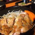 九州熱中屋 - ランチメニューガーリックチキン。美味しいけどこういう違和感が気になってしまうのはおっさんになった証拠だね。