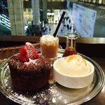 51639435 - メルティングチョコレートハートケーキ&シェイク 1,600円(税込)