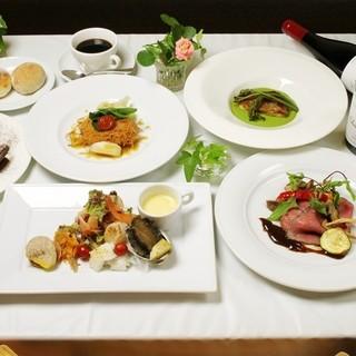 各種コース料理をご用意しております。