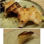 51650419 - ◆手羽先・・よく焼いてあるので皮もパリパリで美味しい。                       塩加減も丁度よく、これが一番気に入りました。◆下:水茄子のお漬物