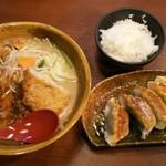 51651188 - 野菜ラーメンと餃子セット