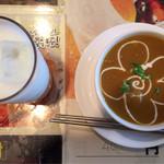 インド料理 レカリ - ベジタブルカレーとラッシー