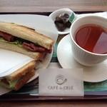 カフェ・ド・クリエ - パストラミビーフサンドイッチのセット680円