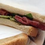 カフェ・ド・クリエ - パストラミのサンドイッチ