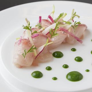 世界各地の様々な料理を現代的に仕上げたモダンビストロスタイル