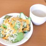 タージマハルエベレスト - ランチのサラダとスープ