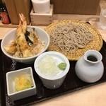 51663659 - 実際の「もり&天丼セット」  メニュー写真と比べて見てみて                       (O_O)(O_O)(O_O)(O_O)