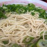 51664087 - 野菜の旨味たっぷりのスープに極細麺もこれまた美味い。