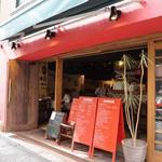 ラ ブォナ ヴィータ - お店は代々木駅から歩いて5分くらいのところにあります。